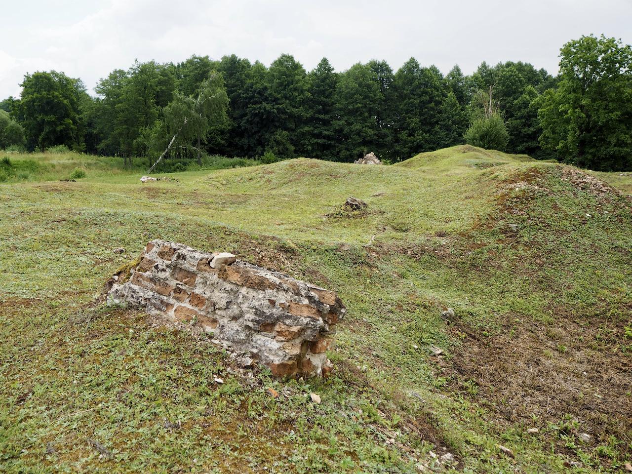 Valkininkų vienuolyno akmenys
