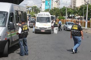 http://vnoticia.com.br/noticia/2441-homem-leva-facada-no-ponto-das-vans-com-destino-a-sao-francisco-de-itabapoana