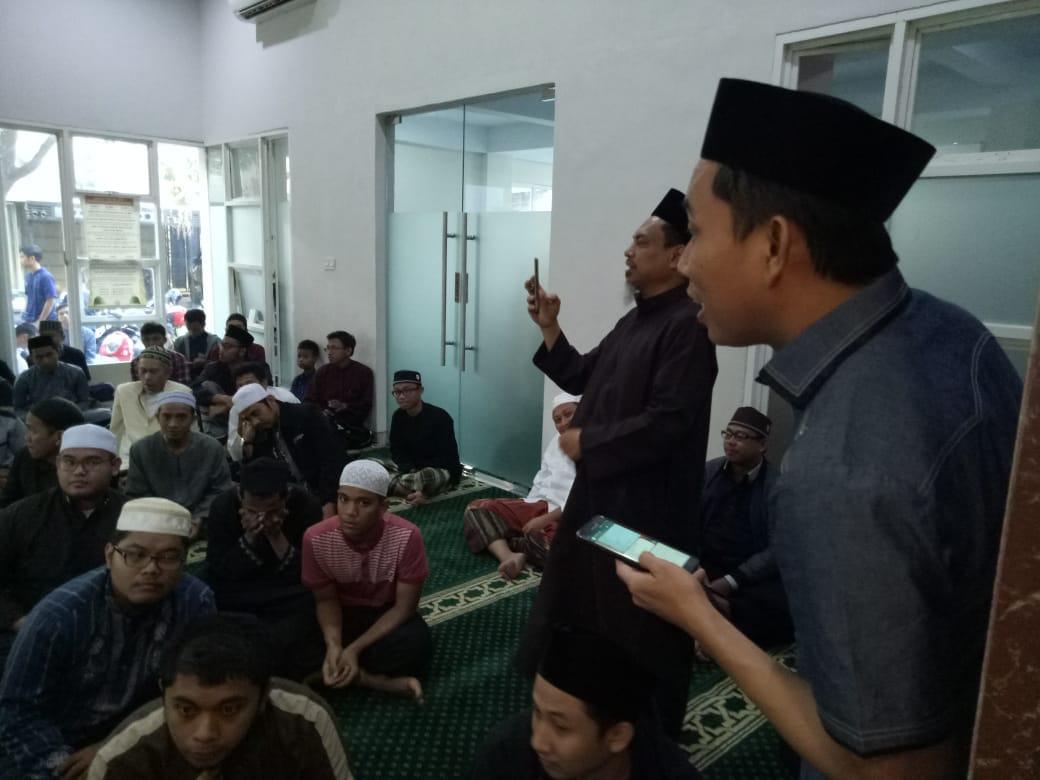 Jamaah Masjid Ukhuwah Kayu Agung Baruga Sumbang 60 Juta untuk Palu