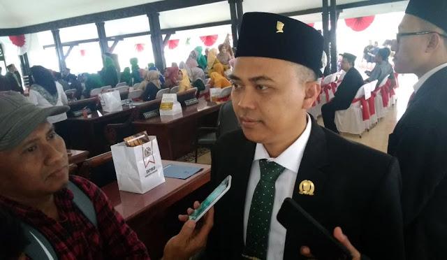 Ketua DPRD Lumajang H. Akhmat