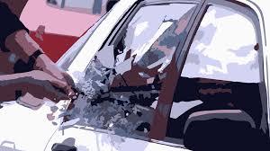 Di Tinggal Jumatan Kaca Mobil Dipecah 30 Juta Raib