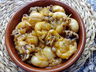 Chipirones en salsa de cebolla