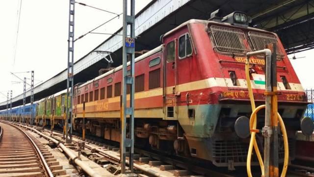 त्योहार स्पेशल : दशहरा, दिवाली व छठ पूजा में घर जाने वाले यात्रियों को नहीं होगी परेशानी, चलेंगी 40 जोड़ी ट्रेनें