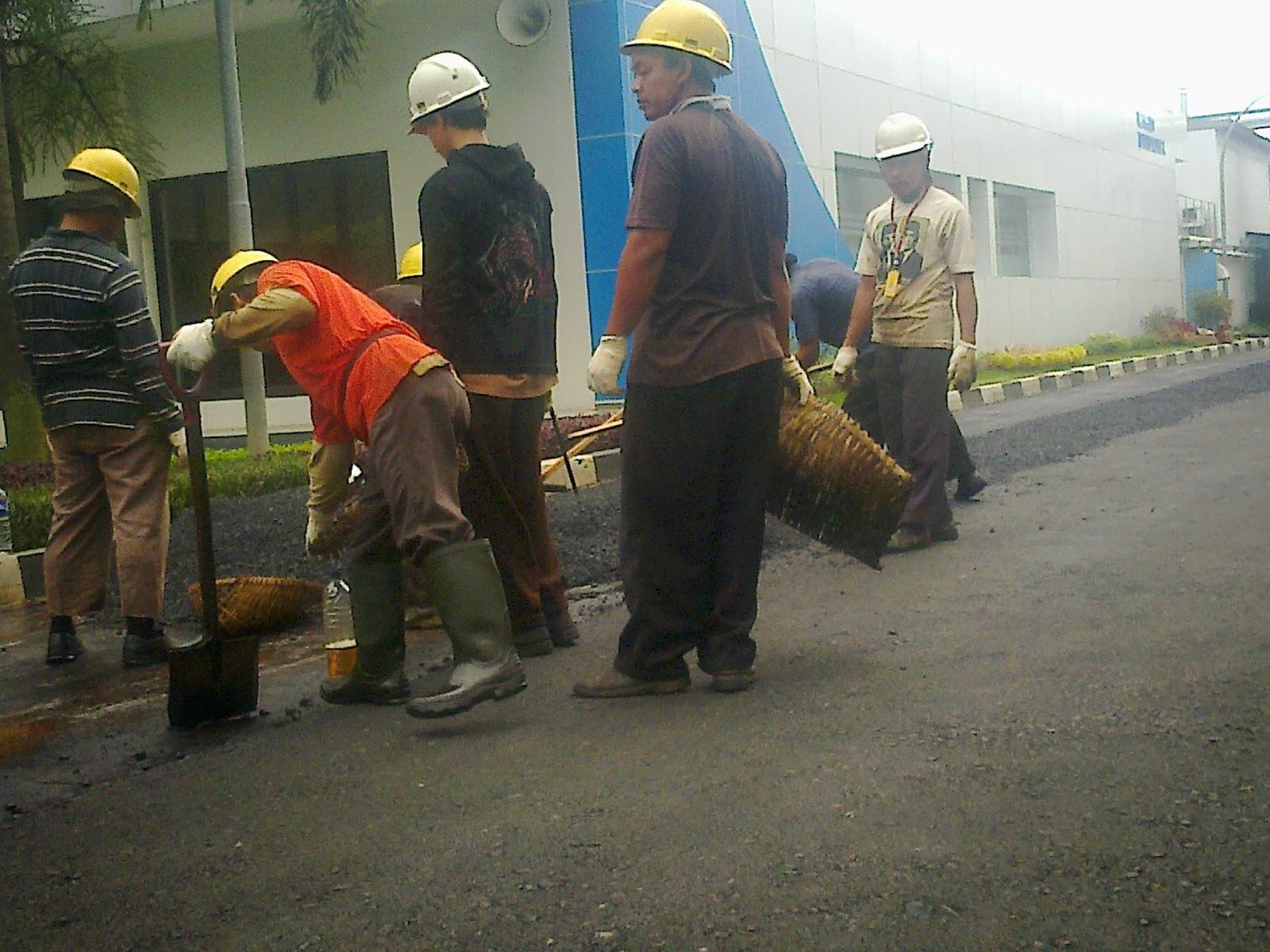 Mengerjakan pengaspalan di Cirebon dan jakarta