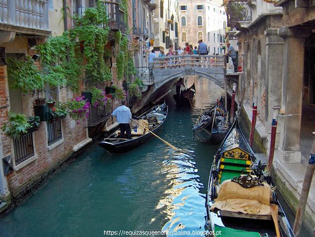 Canais, pontes, gôndolas, Veneza Romântica