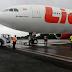 Roda Depan Pesawat Lion Air Tersangkut Aspal di Bandara Juanda Surabaya
