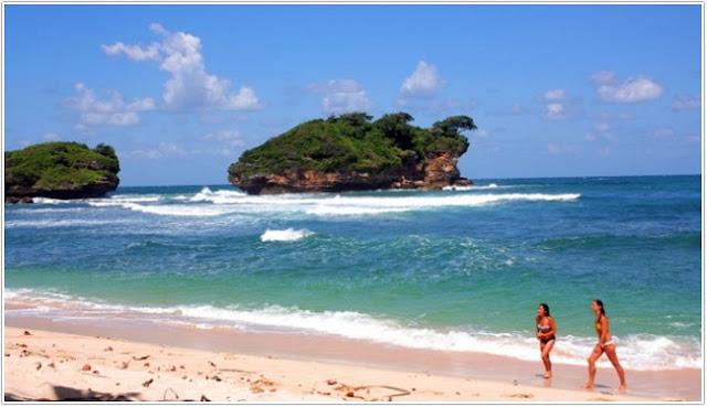 Pantai Watu Karung;Top Destinasi Wisata Pacitan