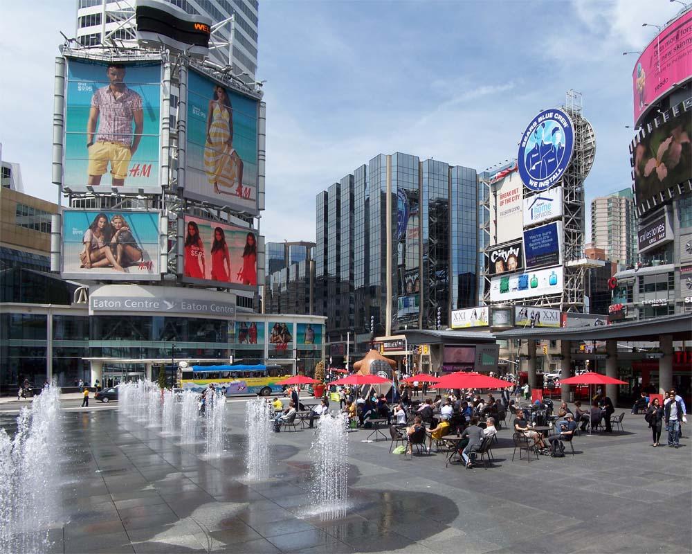 Beautiful photos of Yonge-Dundas Square in Toronto ...
