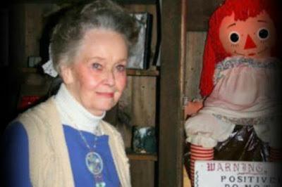 दुनिया की सबसे खतरनाक  श्रापित गुड़िया Annabelle Doll
