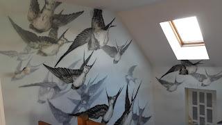 Malowanie graffiti na klatce schodowej, nowoczesny obraz, inspiracje jak pomalować klatkę schodową?, ciekawy pomysł na klatkę schodową Warszawa