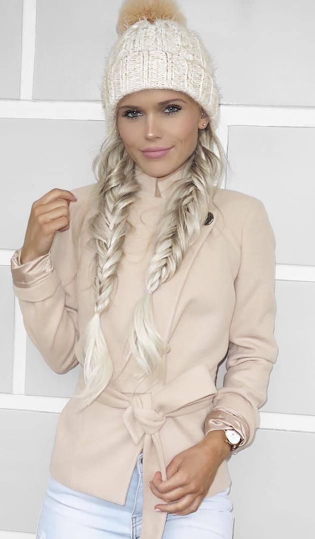 fall fashion trends / knit hat + nude blazer + jeans