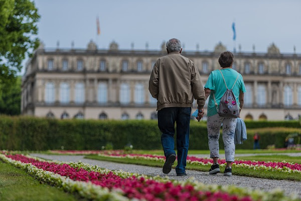 Simple Hacks for Seniors Who Love to Travel