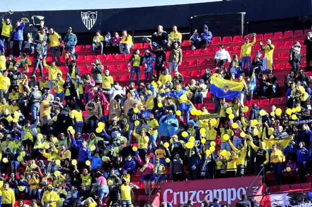 Afición de UD Las Palmas en el Sánchez Pizjuán