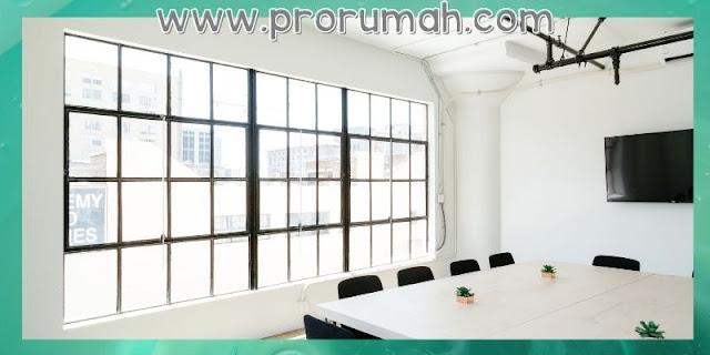 Desain Kantor Dengan Jendela Besar