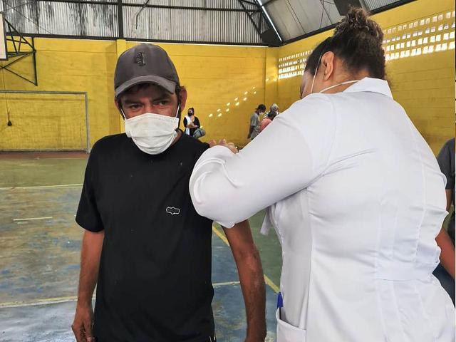 População em situação de rua recebe vacina contra Covid-19 em Registro-SP