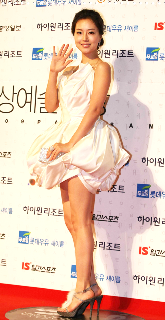 Moon Chae Won (문채원) at 45th Baeksang Arts Awards on 27 February 2009