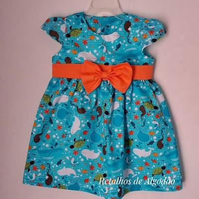Um encantador vestido infantil com estampa fundo do mar para deixar sua princesinha linda