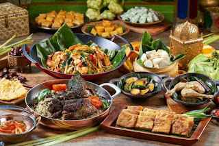 Menikmati kuliner lndonesia