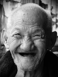 batran care zambeste - poza de pe google images