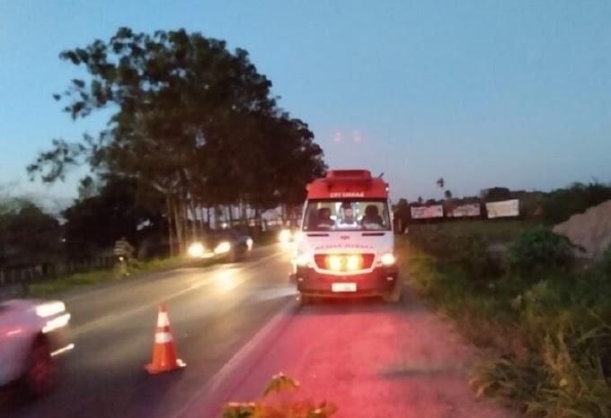 Colisão entre moto e bicicleta deixa duas pessoas feridas na BR-101, em Cruz das Almas