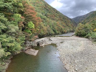 神の岩橋から見た抱返り渓谷