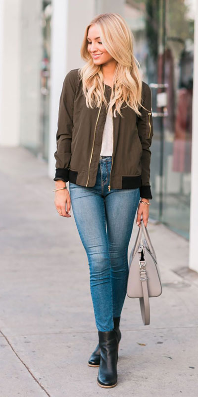 The holidays are here, these simple but cute festive outfit ideas are ready to help you shine glamorously in your upcoming Instagram photos. Holiday Fashion + Style via higiggle.com | Cute street style outfits | #streetstyle #holiday #jacket #jeans