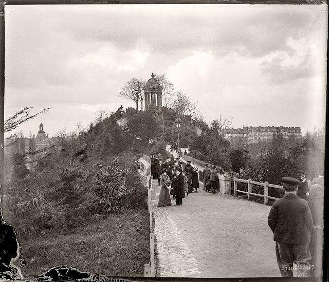 Le pont fatal des buttes Chaumont Paris circa 1900