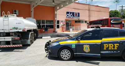 Dois caminhoneiros são apreendido por documentação irregular de transportadora