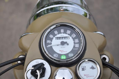 Royal Enfield Classic 500 Desert Storm speed consol