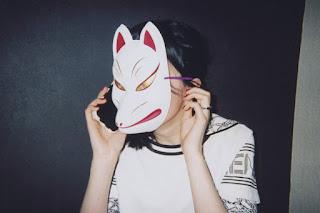Fille avec un masque de renard (Hiromix pour Kenzo)