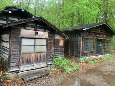 旧湯小屋?