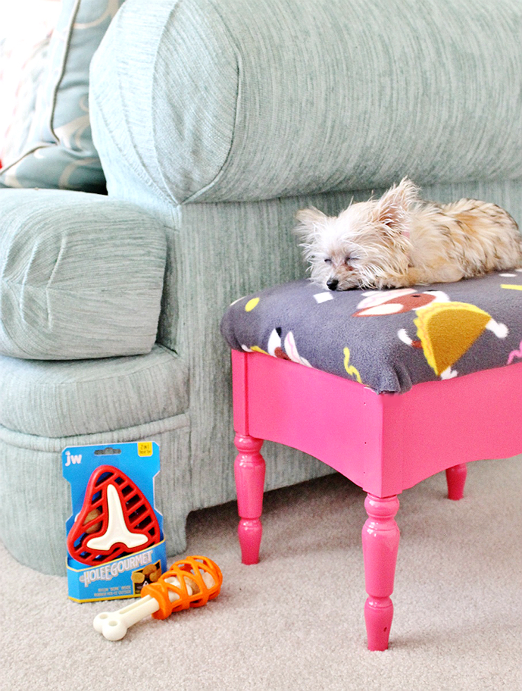This stylish tongue in cheek 'taco dog' footstool upcycle is hiding a secret storage space for your dog's favorite toys and treats, much like #jwpets #holeegourmet treat toys, now at PetSmart! #AD