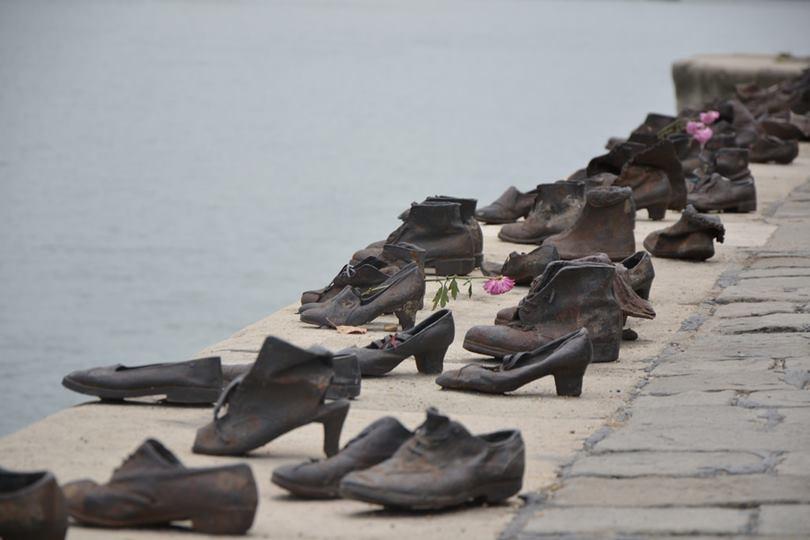 danube promenade budapest, shoe memorial budapest, budapest promenade, holocaust memorial budapest shoes, wall of shoes holocaust, holocaust shoes memorial