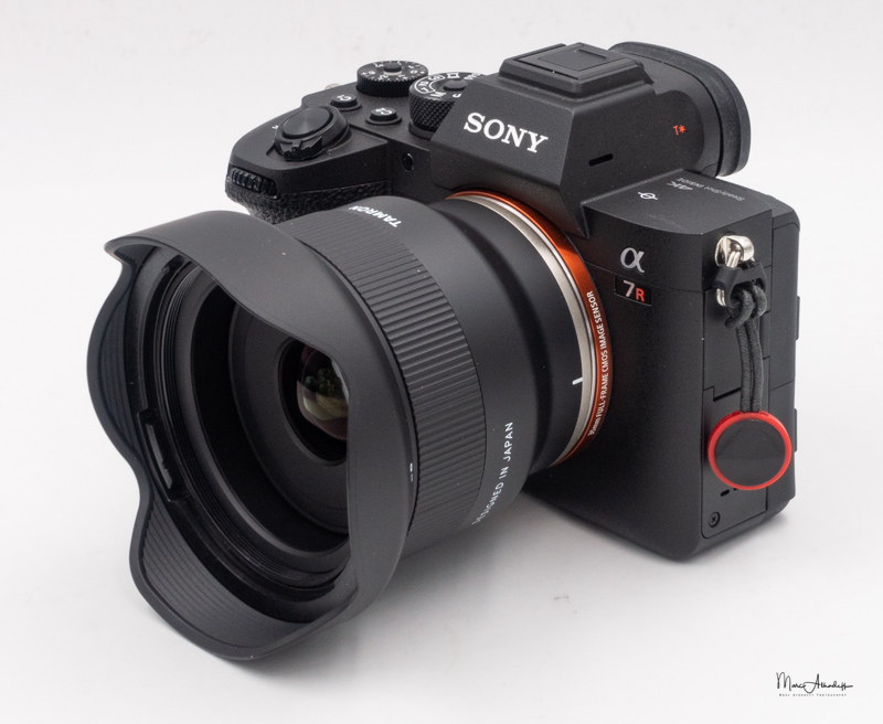 Объектив Tamron 24mm f/2.8 Di III OSD M 1:2 (F051) с камерой Sony