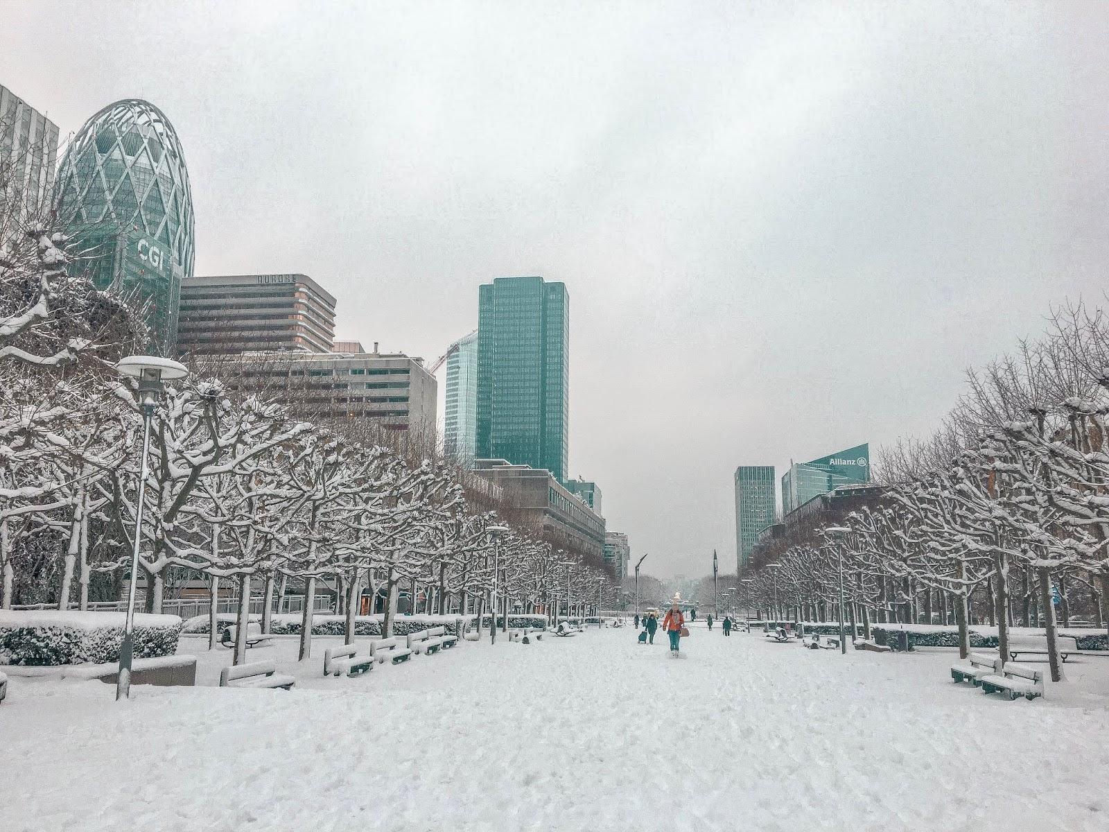 My Travel Background : au revoir Paris - La defense sous la neige