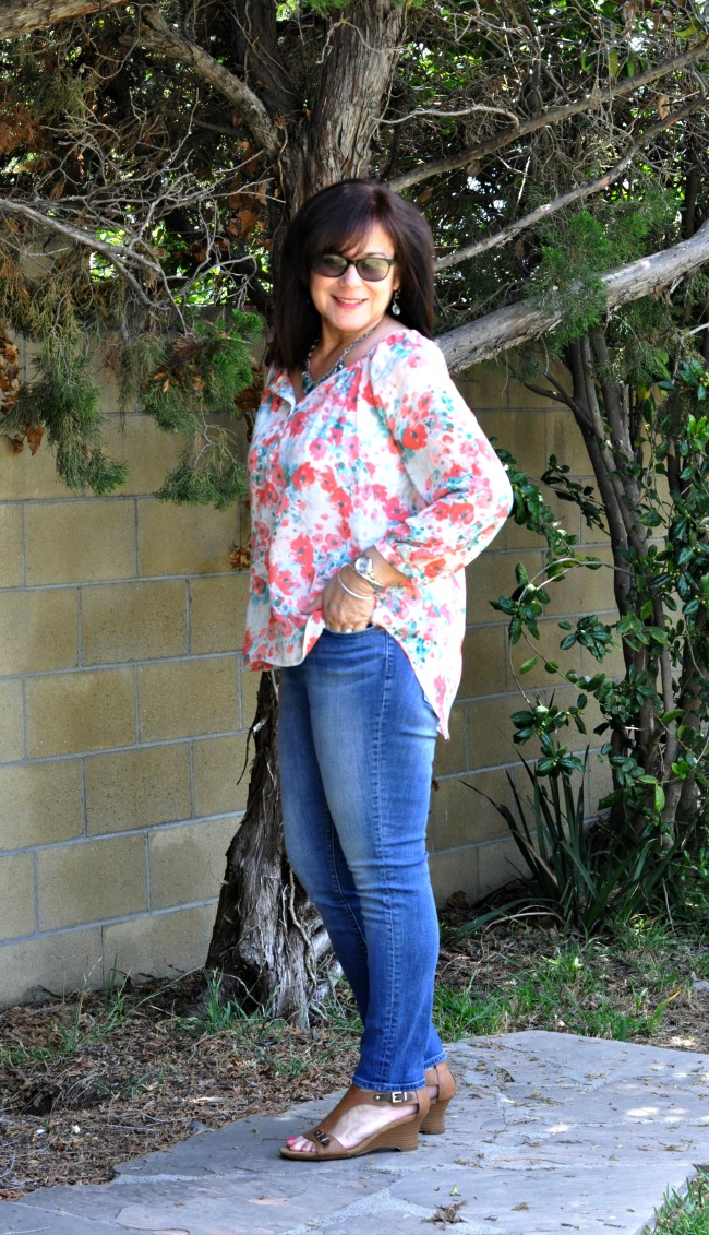 floral blouse and skinny jeans