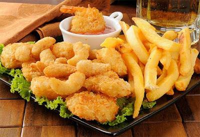 الأغذية المقلية والأغذية عالية الدهون تسبب عسر الهضم