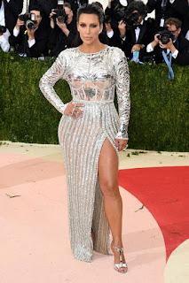 Kim kardashian pose