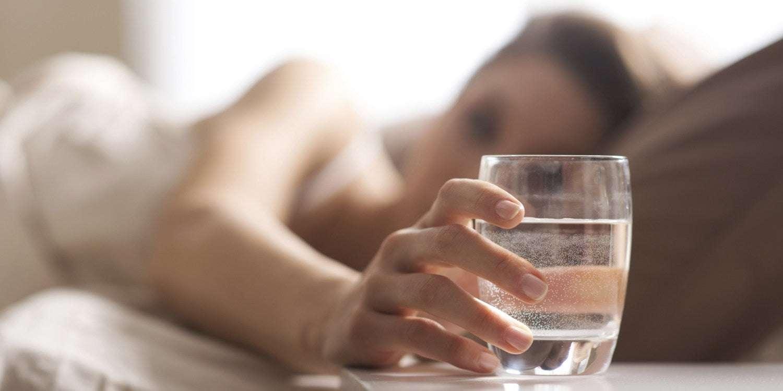 Beber Água Logo ao Acordar Pela Manhã Faz Bem a Saúde? Mito ou Verdade?