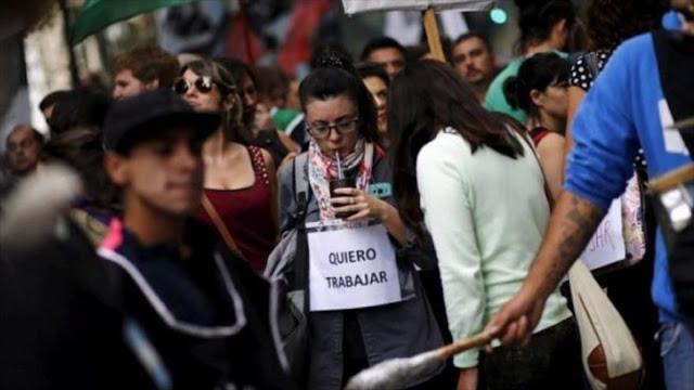 Argentina sigue con despidos en medio de alta inflación