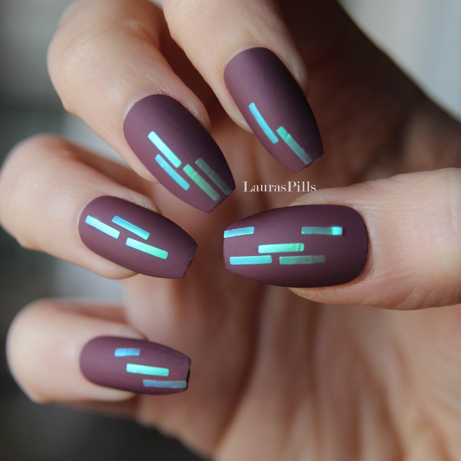 Laura\'s Pills: Pong geometric nail art!