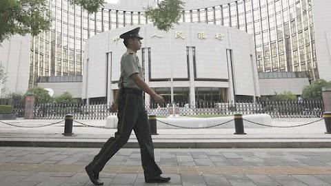 Enyhén csökkentette a kínai jegybank a referencia kamatlábakat