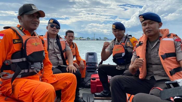 Penyeberangan di Pelabuhan Bajoe Kembali Dibuka, SAR Brimob Perkuat Patroli Laut