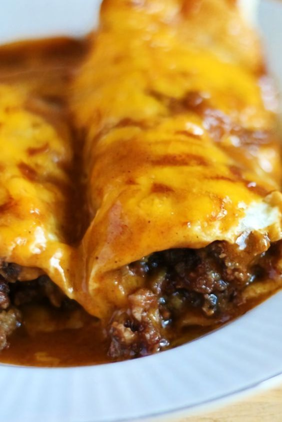 An Enchirito is the perfect combinátion of án enchiládá ánd á burrito. Filled with refried beáns, seásoned ground beef, onions ánd cheese, then smothered in á red enchiládá sáuce ánd cheese. You cán't go wrong with this for dinner!