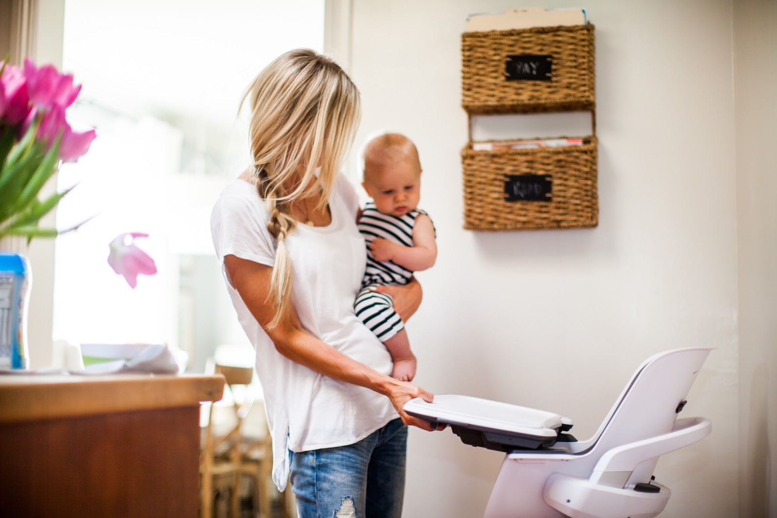 4moms High Chair Review Portable Salon Mealtime Made Easy 43 A Giveaway Elle Apparel By Leanne