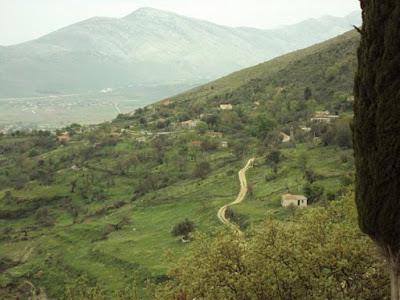 ΑΔΙΑΝΟΗΤΟ❗ Αλβανοί 《καταπατούν》 τεράστιες εκτάσεις και ΞΩΚΛΗΣΙΑ με ΠΛΑΣΤΑ έγγραφα❕❕❕ ➕〝📹ΒΙΝΤΕΟ 〞✔