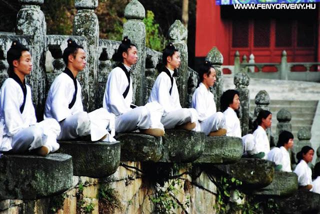 A taoista mesterek szerint a vallások rabszolgává tesznek minket