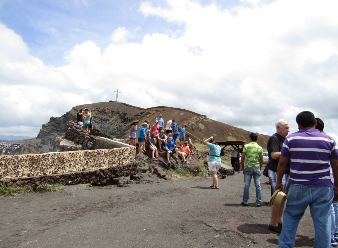 Turistas Volcan Masaya