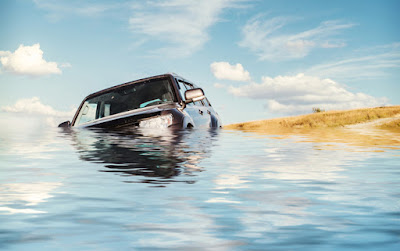 Car crossing a way too deep river in Iceland