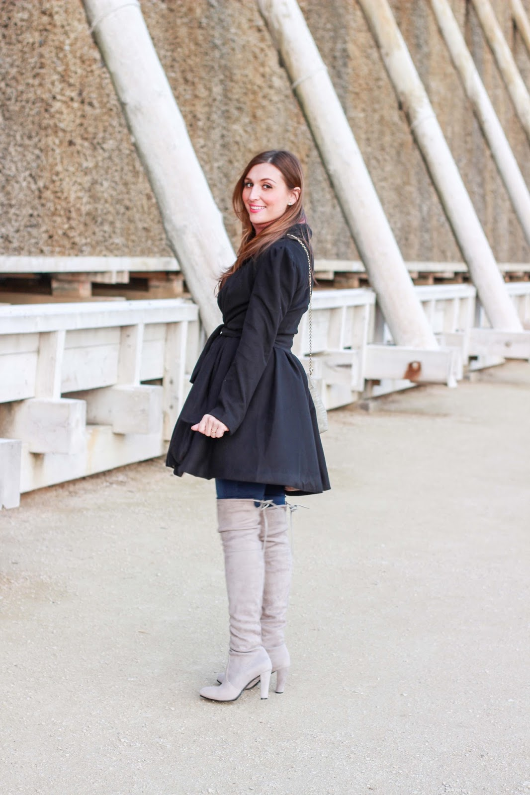 Schwarzer Mantel - Übergangsjacke Fashionblogger - Fashionblogger in Übergangsjacke - Fashionblog - Fashionstylebyjohanna - Kleid Fashionblogger
